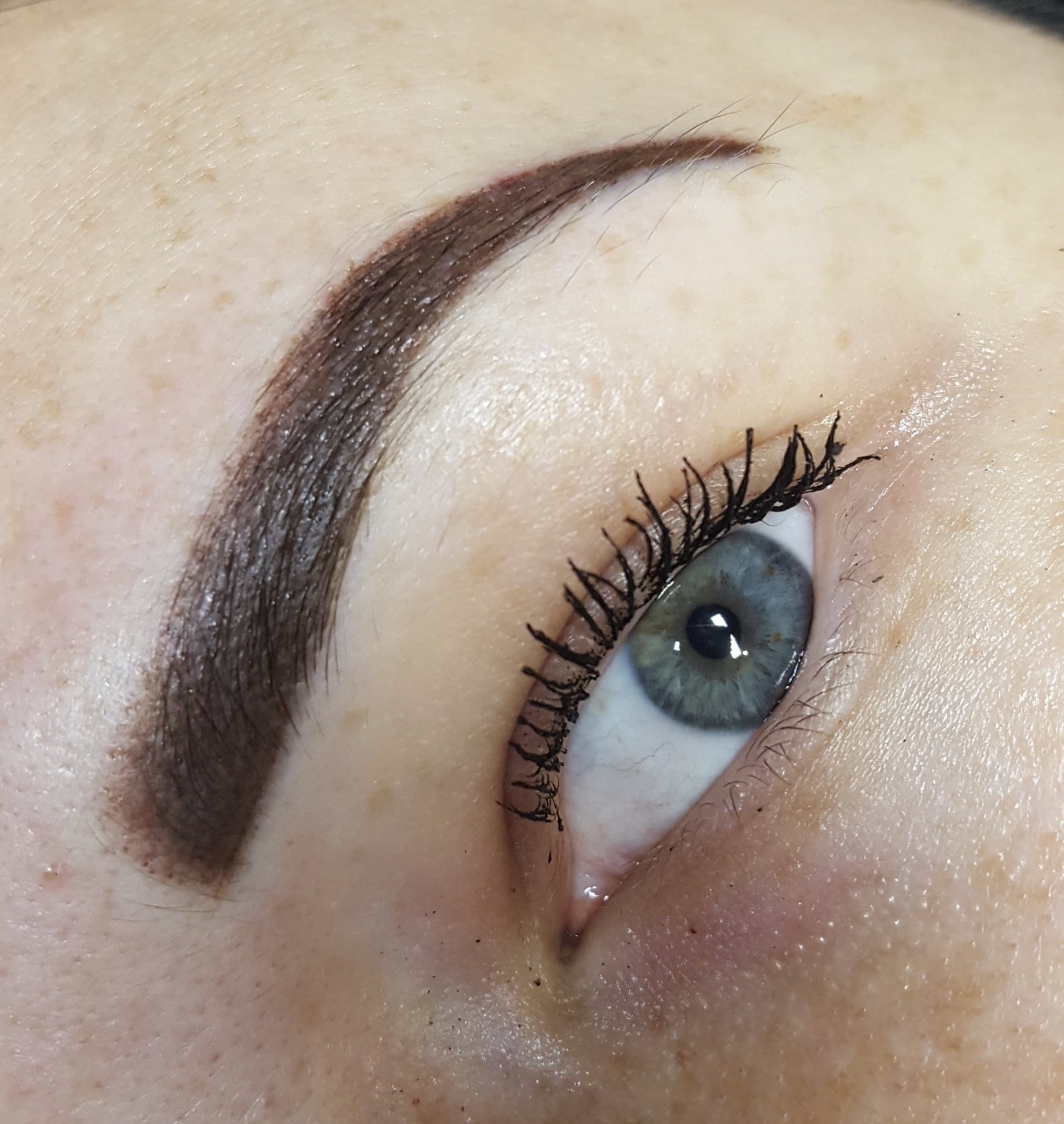microblading eyebrow
